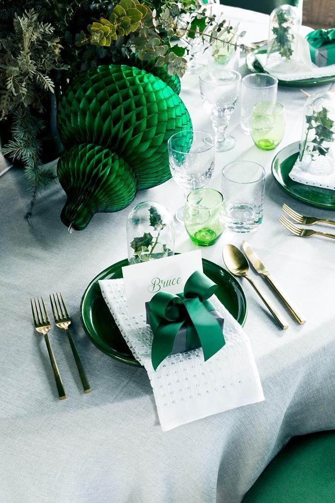 Chyka Keebaugh S 10 Steps To A Stylish Christmas Green Table Settings Christmas Table Settings Green Table