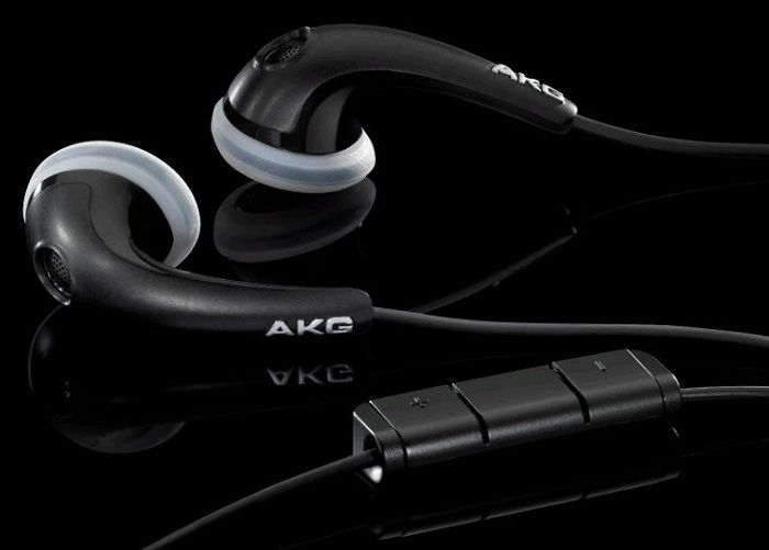 AKG K318 Black - The AKG® K 318 semi-open headphones feature 15mm drivers for wide-spectrum, high-output sound from virtually any portable device. Available in a matte white, the K 313s include a soft carrying pouch.With the K 313s, you enjoy your private listening space anywhere your travels take you.