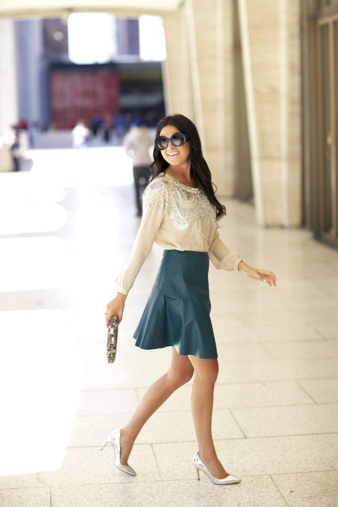 Te korte rok. Too short skirt.