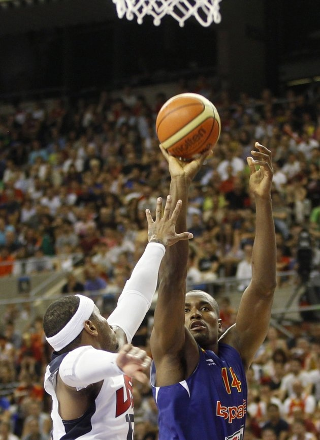 Team USA vs. Spain - U.S. U.S. Olympic basketball player Carmelo Anthony (L) challenges Spain's Serge Ibaka during an exhibition game ahead of the 2012 London Olympic Games at Palau Sant Jordi in Barcelona July 24, 2012. REUTERS/Gustau Nacarino (SPAIN - Tags: SPORT BASKETBALL OLYMPICS)