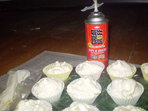 haha! easy way to make fake cupcakes!!!