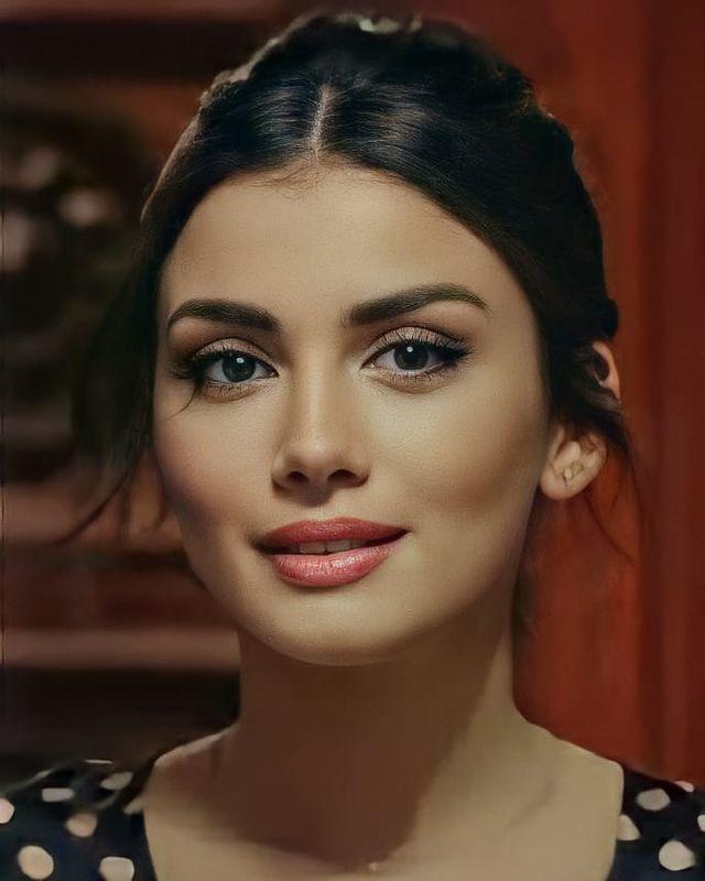 Gokberk Ozge Na Instagramie Prensesim Ozgeyagizz Gokberkdemirci Ozgeyagizz Gokberkdem In 2021 Arab Beauty Cute Girl Face Beautiful Girl Face