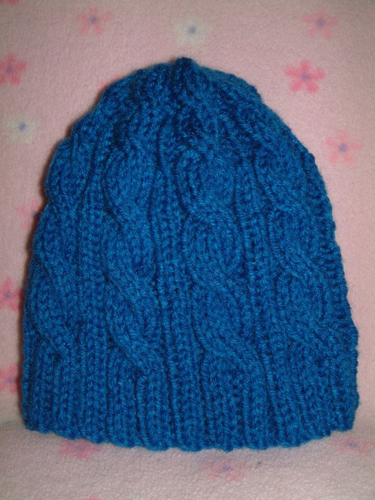 Cable knitted hat; free pattern