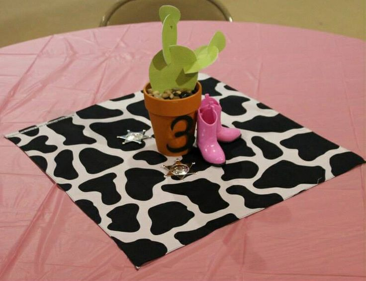 Sheriff Callie's Wild West theme birthday party