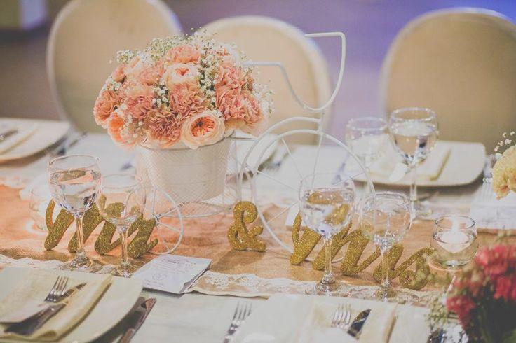 Un cuento de boda. centros de mesa rosa