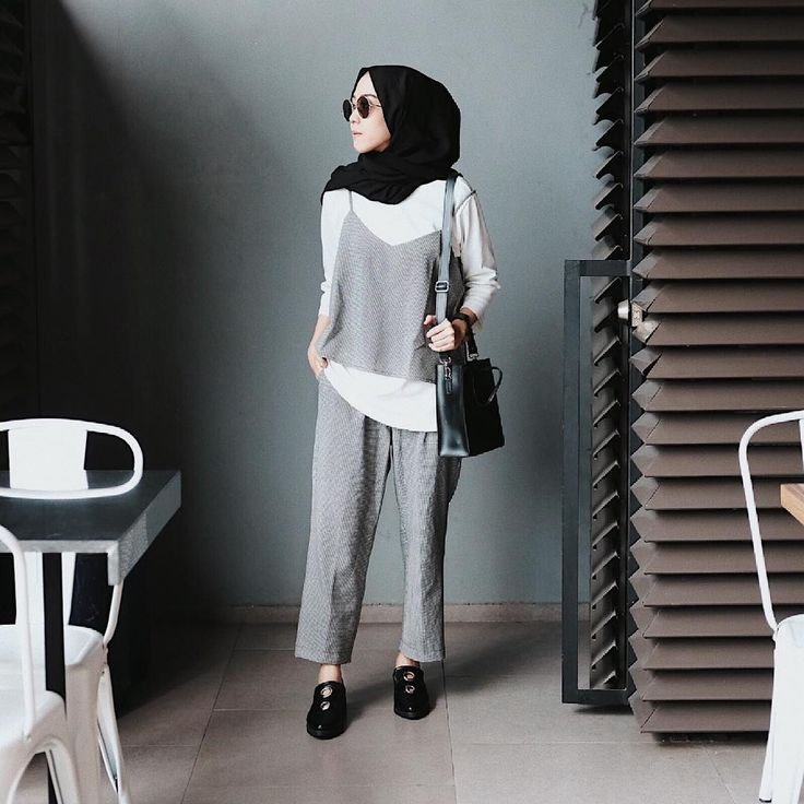 "8,345 Likes, 31 Comments - Intan Khasanah (@strngrrr) on Instagram: ""Another my fav outfit by @trickntricky (ankle bian pants+slip top) """