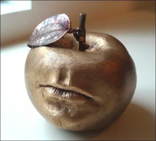 Claude Lalanne, Pomme bouche d'Alan, 2008. Cuivre galvanique et bronze. Collection particulière.Courtesy Les Arts décoratifs © ADAGP, photo: DR