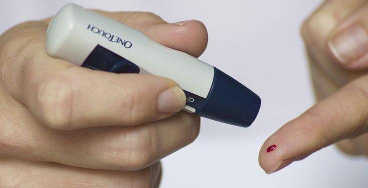 A cukorbetegség nagyon súlyos szövődményekkel járhat, de szerencsére az időben felfedezett diabétesz kimagasló sikerrel kezelhető. A korai diagnózishoz azonban ismernünk kell a cukorbetegség tüneteit.  Magyarországon tavaly több, mint 750.000 regisztrált cukorbeteget tartottak számon, ami önmagában is döbbenetes, de még inkább sokkoló, hogy a cukorbetegek egy !!!!!!!!!!