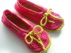 Ravelry: Mocassin style - slippers pattern by Vivre au Crochet (Lucie)