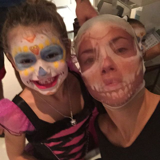 Pin for Later: The Celebrity Halloween Costumes of 2015 Adriana Lima and Her Daughter as Skeletons