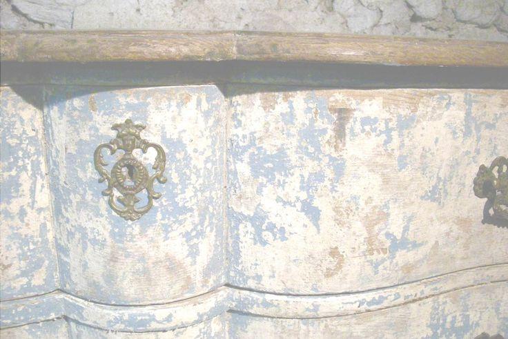 Découvrez les meubles anciens restaurés par Denis Laloy en Provence : commodes, buffets, bibliothèques, encoignures, commodes,…