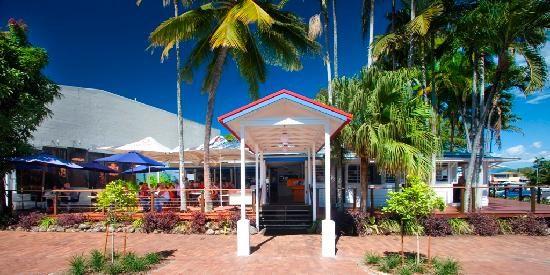Alfresco dining in the tropics - Salsa Port Douglas