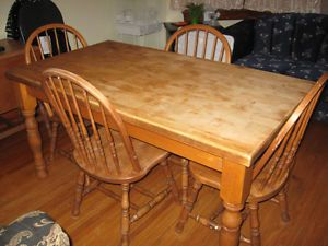 SOLID WOOD TABLE AND 4 CHAIRS NICE SET NEEDS REFINISH Cambridge Kitchener Area Image