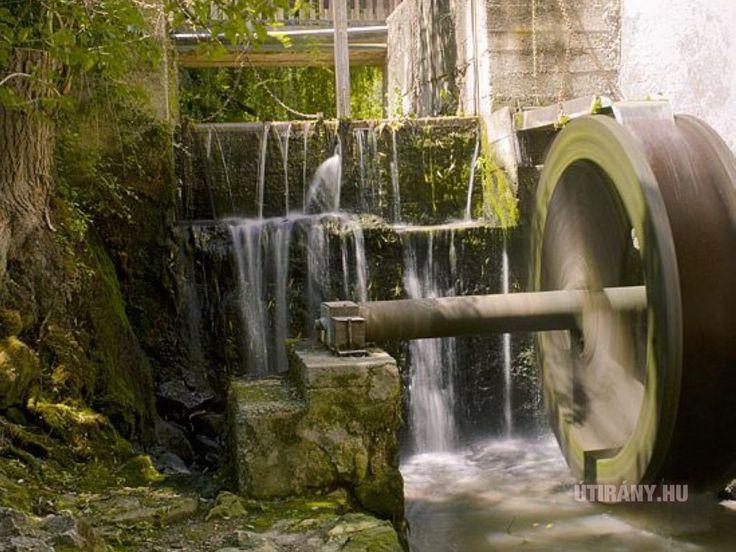 Pós - 150 éves malom  A malom legnagyobb különlegessége, hogy a látogatáskor üzemben helyezik, a forog a vízkerék, működnek az elevátorok.