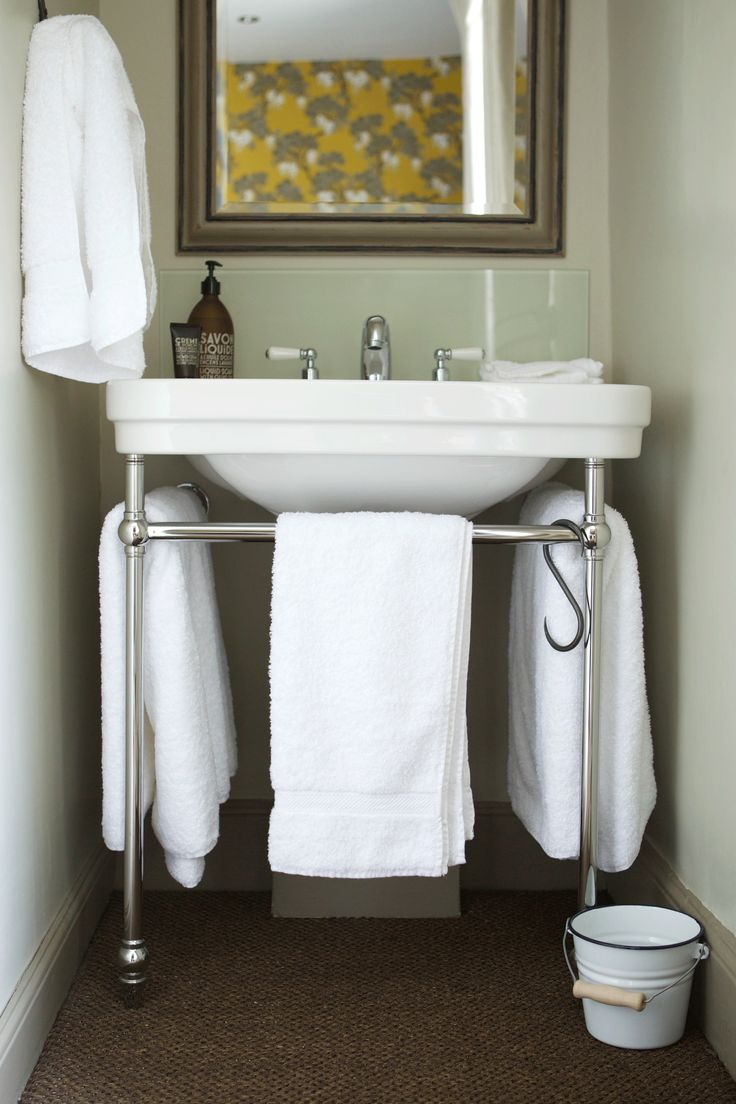small bathroom area with london console basin at the wheatsheaf cphart bathroominspiration