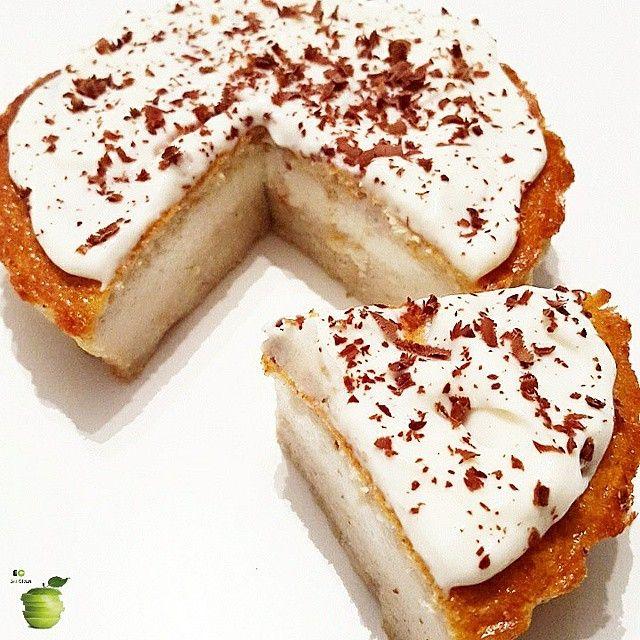 TORTITA DE COCO  ✔ Necesitas:  4 claras  1 huevo  4 cdas de harina de avena o harina integral (celíacos harina de almendras)  2 cdas de coco rallado  1 cdita de esencia de coco o vainilla  Endulzante a gusto  1 cdita de vinagre de manzana  1 cdita de polvo para hornear     ******abrir para leer más******