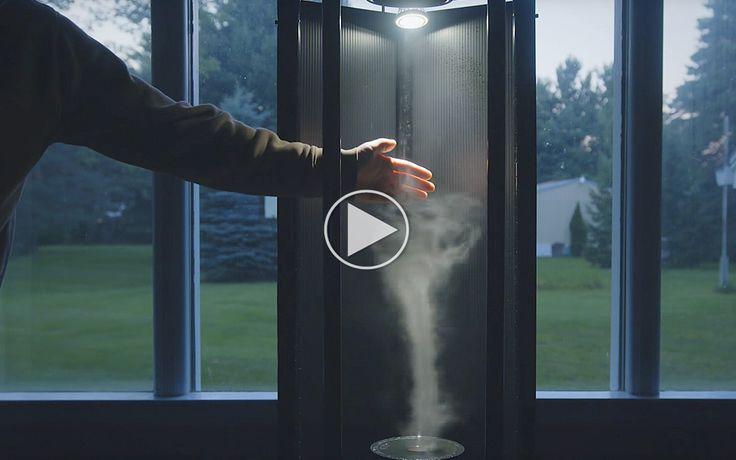 Tornadoer er nogle farlige fænomener, men de er flotte at se på. Med den her maskine hjemme i stuen får du udsigten...