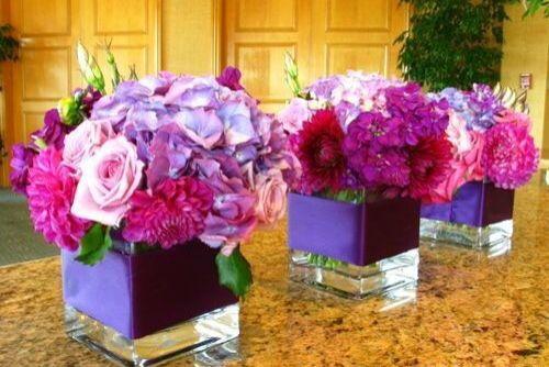 #TuFiestaTip -Centros de mesa que puedes hacer tu, ya que son sencillos con flor de temporada y colores vistosos.