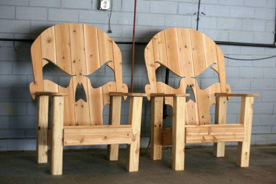 Juste à temps pour lHalloween ce trône de crâne dAdirondack est le complément parfait à votre décor de porche de vacances !  Cèdre personnalisé