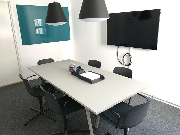 Ett fullt utrustat standard mötesrum Johannes för det mindre mötet. #konferens #johannes #meetingroom