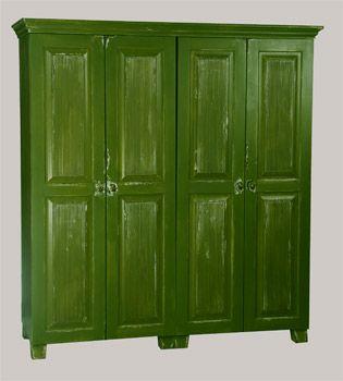 Sammaleen vihreäksi maitomaali-antiikkikäsitelty vaatekaappi-kokonaisuus 150x52x165 cm. juvi.fi