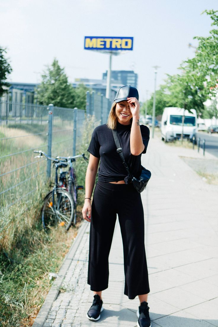 What People Wear To Get Into Berghain, The World's Most Exclusive Nightclub #refinery29  http://www.refinery29.com/berghain-berlin-street-style-pictures#slide-5  Name: IsabelleAge: 26Job: Marketing and PR...
