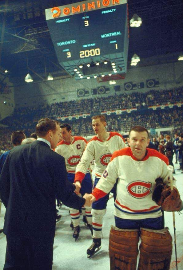 Image intégrée Gump Worsley and the Canadiens congratulate the Maple Leafs after their Stanley Cup Victory May 2 1967.