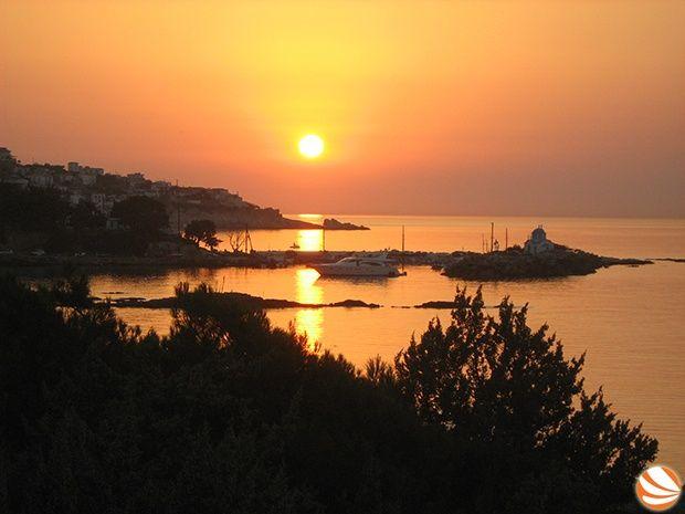 Δεκαεξαύγουστος   ikariamag.gr