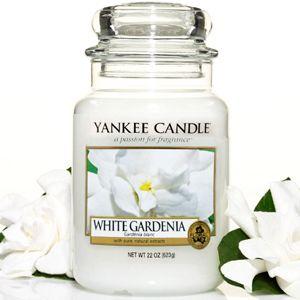 white gardenia yankee candle voto 7,5. Profumo floreale sofisticato ed inebriante.  Note di testa: pesca , bacche, chiodi di garofano Metà: Gardenia, gelsomino, giglio, Fresia Base: muschio, Legni