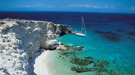 Anche fuori stagione la #Grecia sa come attirare i visitatori. Le acque termali permettono bagni e le numerose vestigia fanno scoprire una storia lunga quasi 3.000 anni