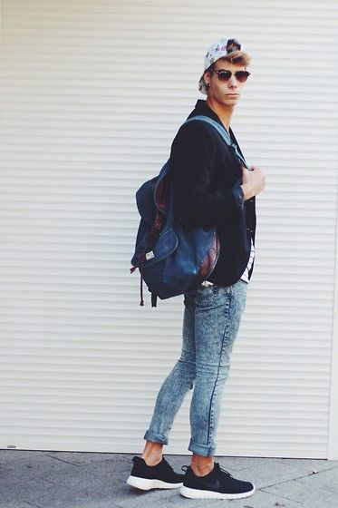 Nike Rosh Run, Forever 21 Skinny Jeans, H&M Blazer, Asos Baggy, Stüssy Cap, H&M Shirt, Ray Ban Sun Glasses
