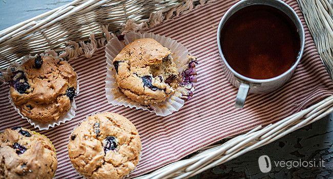 Questi muffin vegani ai mirtilli e semi di Chia sono una ricetta veloce per un dolce dell'ultimo momento, ideali per la colazione o la merenda, sani e ricchi di effetti benefici.