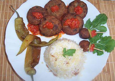 Közlenmiş Patlıcan Köftesi-Malzemeler:  4 adet közlenmiş patlıcan, 2 adet haşlanmış patates, 2 yumurta, 1 soğan, yarım demet maydanoz, galeta unu, tuz, karabiber, kırmızı pul biber