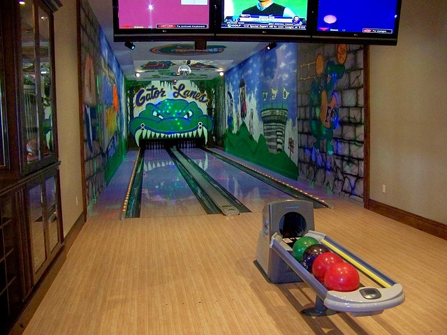 11 best Game rooms/Bowling alleys images on Pinterest | Game room ...