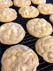White Chocolate Macadamia Nut Cookies... Oeff!!