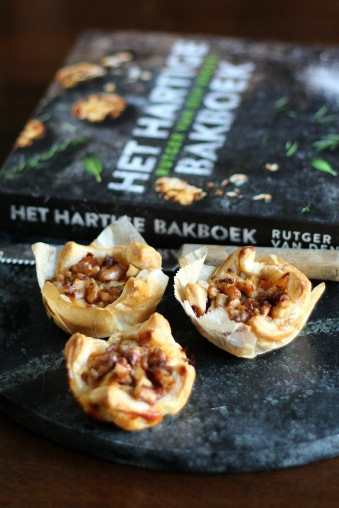 Bakken uit Boeken: Bladerdeeghapjes met spek en brie