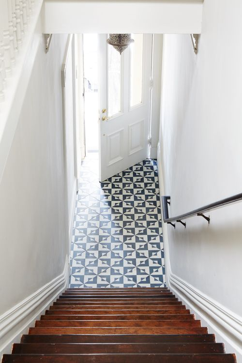 fun floor pattern in entryway #interiors