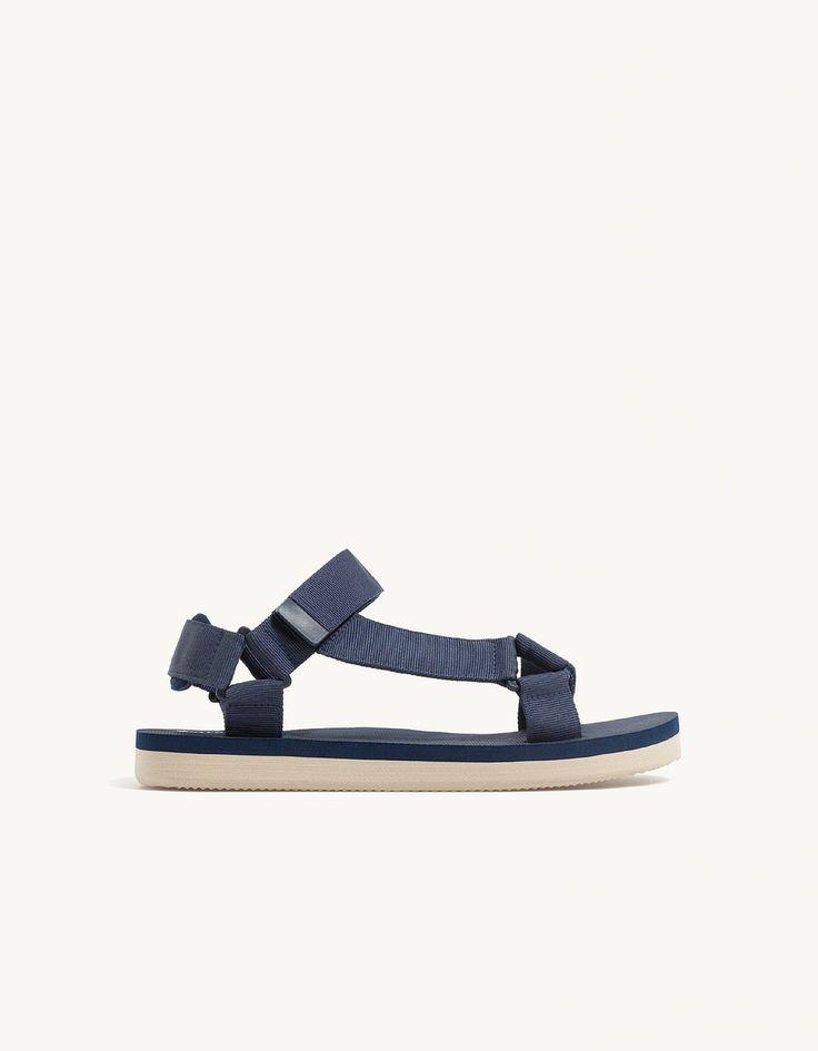 Sandals with strap fastener fastener - Sandals | Stradivarius Greek