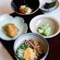 TOKYO - Shōjin ryōri chefs offer vegetarian cooking classes in English - Monk food: (Clockwise from left) Nasu dengaku (fried eggplant with sweet miso), tofu, red-bean paste dessert, shirotama zunda ae (rice dumplings with soybean paste) and cold buckwheat noodles with toppings. | LUUVU HOANG
