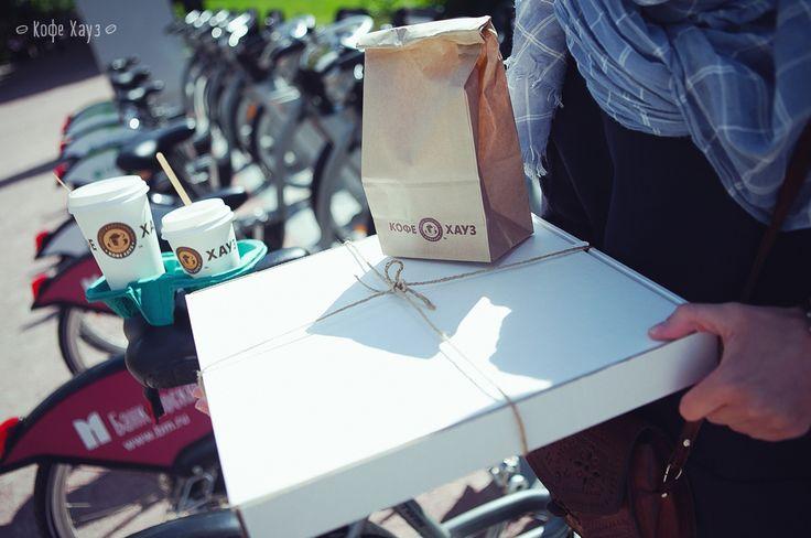 Хоть и не жарко, но уже солнечно! Отличный денек! Вы ведь не собираетесь допоздна засиживаться в офисе или на учебе? Набираем побольше вкусненького с собой и идем гулять! ) #кофехауз #togo #кофе #гулять