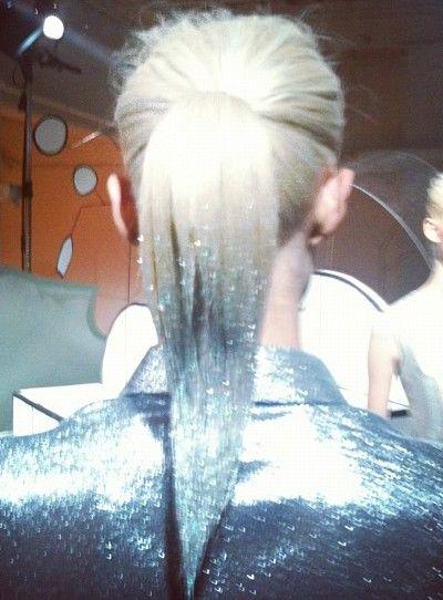 Hair idea. Using gold glitter on brown hair instead