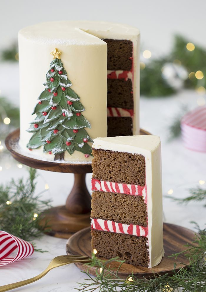 A photo of a gingerbread cake with a painted Christmas tree made from butter cre…   – Weihnachtsrezepte