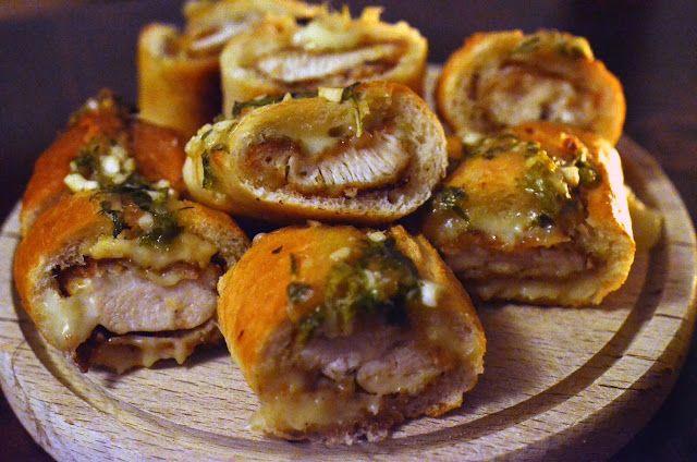 Frământări la cuptor: Bagheta umpluta cu pui si cascaval