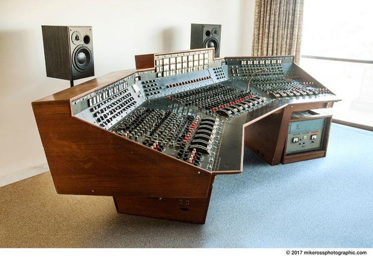 Recording console used by Pink Floyd for 'The Dark Side of the Moon' heads to auction | Dangerous Minds
