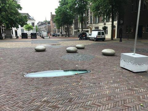 Onze betonnen Smarties op het Domplein in Utrecht. Vrolijk, duurzaam en geen onderhoud.