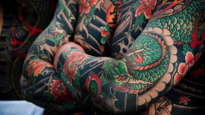 Terkeren 16 Desain Tato Yakuza Di Lengan Contoh Gambar Tato Irezumi Tattoos Irezumi Traditional Japanese Tattoos