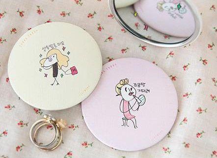 Cute Little Cartoon Portable Circular Mirror Hand Mirror Make Up Mirror (random Delivery)