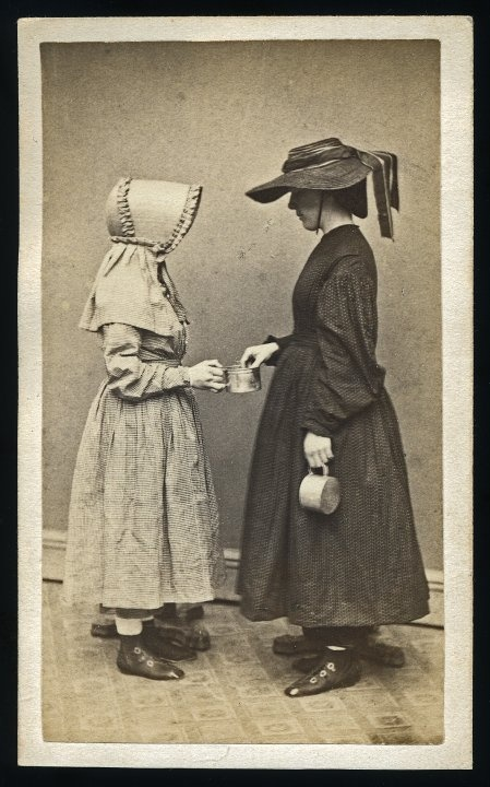 great sunbonnet: Posts Mortem Photos, Anonymous Photos, Victorian Mourning, Creepy Victorian Photography, Stands Photos, Postmortem Photography, Photos Weird, Posts Mortem Photography, Victorian Posts