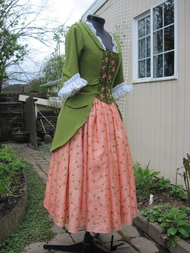 Hobbit Dress - Dragonfly Designs by Alisa I have GOT to make me one of these!