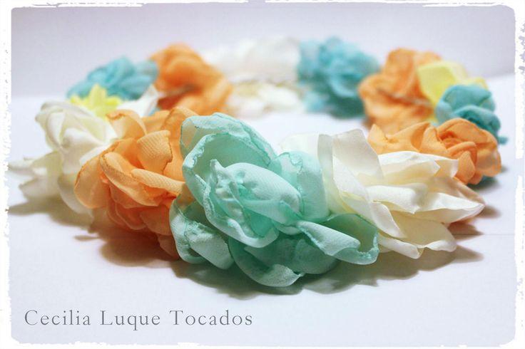 Corona de flores de tela hechas a mano en colores pasteles - Flores de telas hechas a mano ...